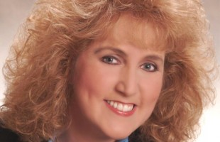Knoxville Musician and alumna McDonald to perform Feb. 26 benefit concert