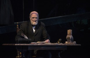 """""""A Christmas Carol"""" Tradition Returns                                       to the Clarence Brown Theatre Mainstage"""