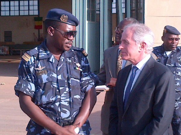 Senator Corker receives a briefing from the commander of the Malian Air Force