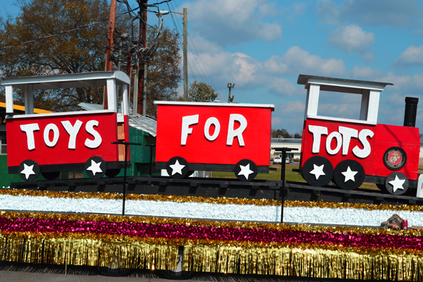 Toys For Tots 2013 : Veterans and bikers unite in annual toys for tots ride