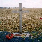 "A cross, left in Saint-Yves (Saint-Yvon - Ploegsteert; Comines-Warneton in Belgium) in 1999, to commemorate the site of the Christmas Truce. The text reads: ""1914 – The Khaki Chum's Christmas Truce – 1999 – 85 Years – Lest We Forget"